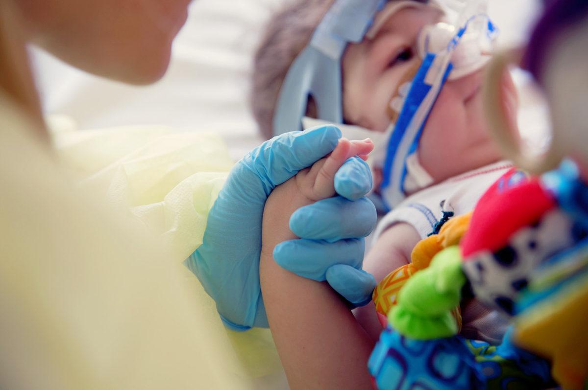 kind met verschijnselen van de ziekte van kawasaki op intensive care